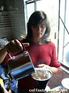 Sueli Oliveira, produtora certificada Fair Trade e Orgânico, em Poço Fundo, MG;