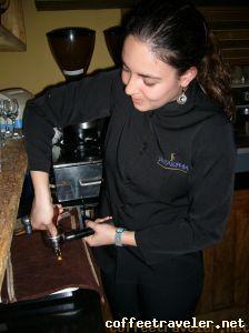 Daniela, barista do Santa Sophia Café, de Belo Horizonte, MG.