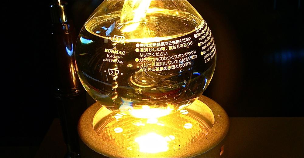 Recipiente inferior de um Syphon sobre aquecedor hiperbólico de lâmpada halógena