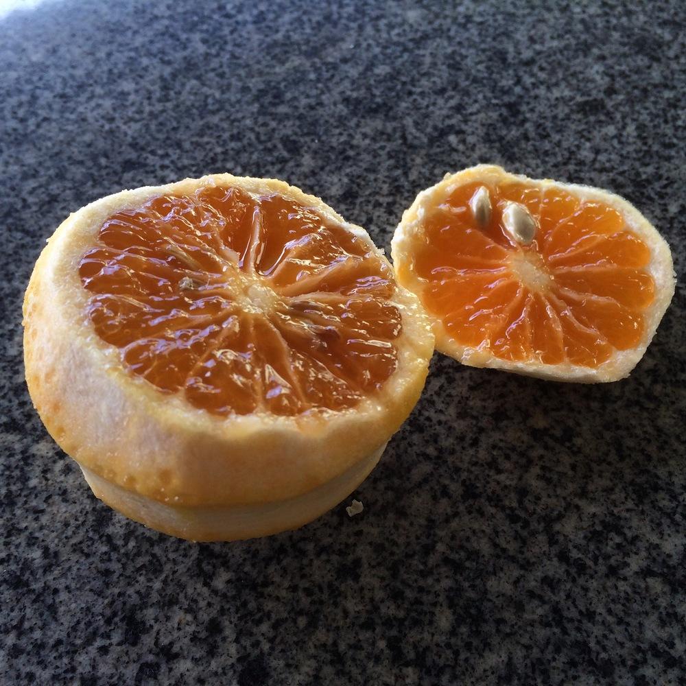 Laranja é uma das frutas conhecidas como cítricas por apresentar ácido cítrico.