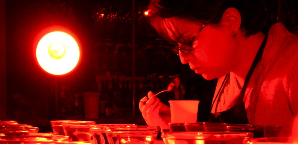 Identificando os diferentes ácidos presentes em cafés sob iluminação modificada.