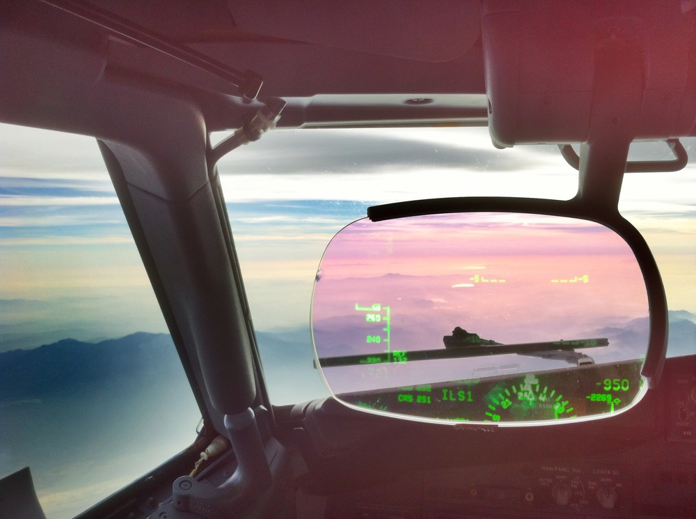Evening Descent into LAX HUD view -4