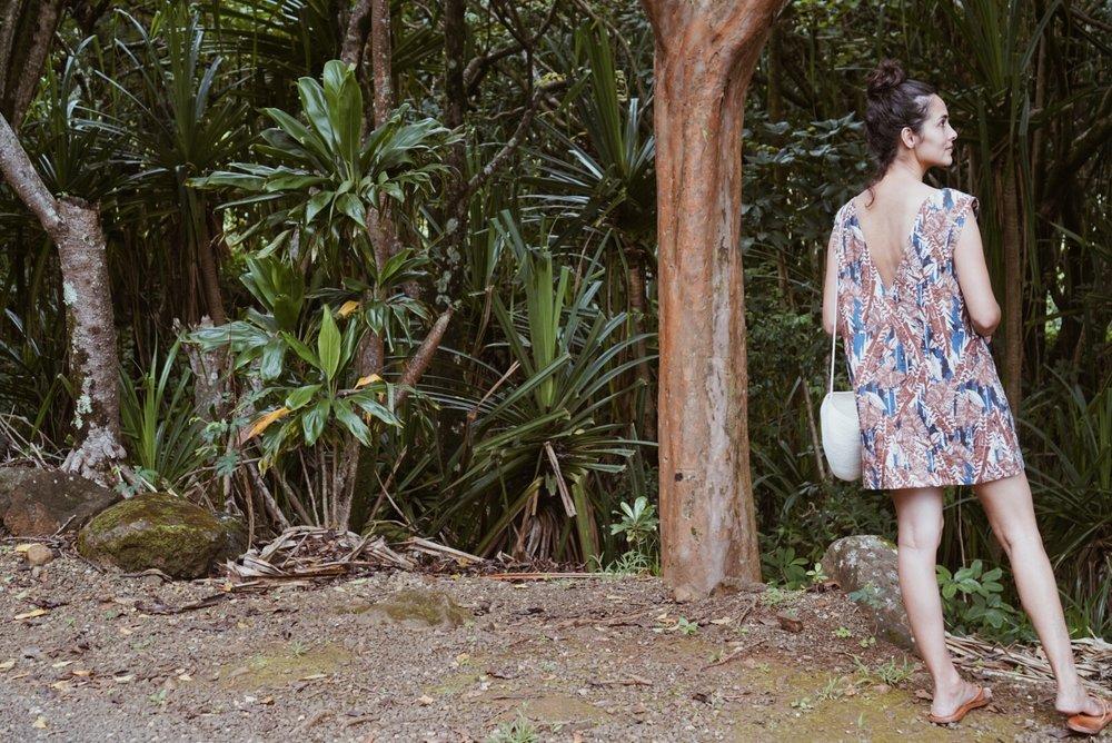 Recreation  V-neck dress +  Catzorange  bucket bag + Moment sandals