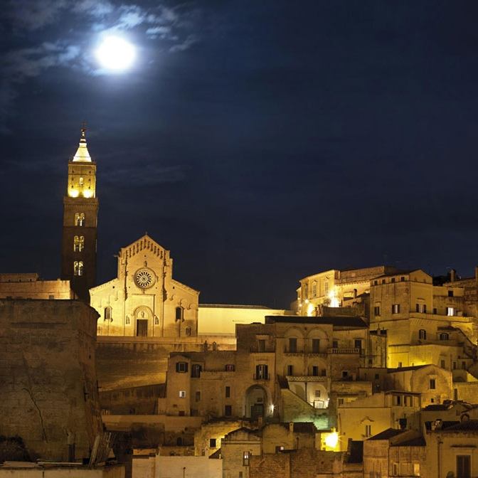 Mattera by night, Morso Travel food and wine tour to Basilicata and Puglia.