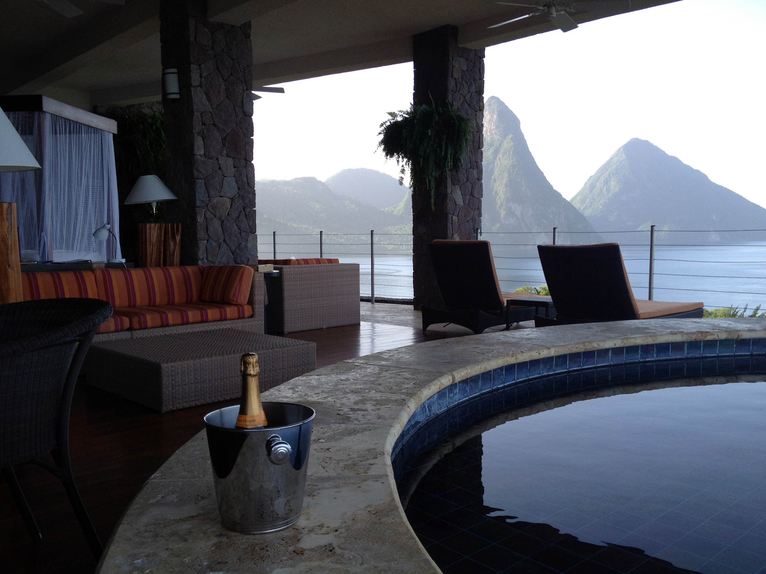 The Galaxy Suite at Jade Mountain Resort lacks a fourth wall, allowing its guests enjoy the infinity pool and a majestic view of the Pitons.