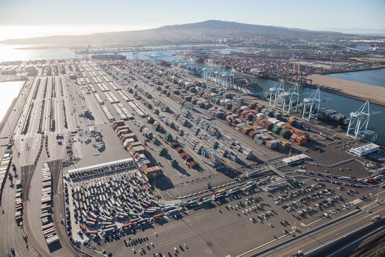 The 2015 dockworker labor dispute forced a backlog of trucks at the Port of Los Angeles, where hundreds of trucks and dozens of cargo ships waited to pick up and unload freight. This port, along with the port in Long Beach, handle more than 40 percent of goods entering the U.S. and almost 30 percent of its exports. Photo: Mike Kelley