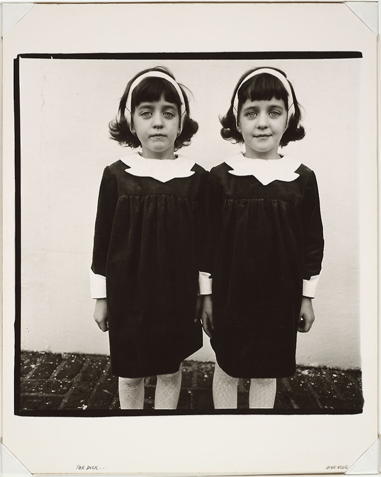 Diane Arbus,  Identical Twins, Roselle, N.J.,  1966, gelatin silver print, 38 x 37 cm, Art Institute Chicago,  https://www.artic.edu/artworks/67958/identical-twins-roselle-n-j .