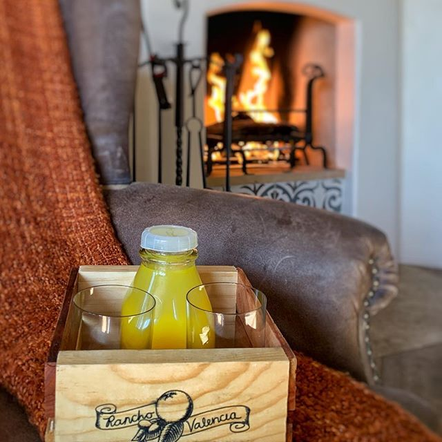 Our daily dose of orange juice @ranchovalencia #twonightsincalifornia #twonightsinranchosantafe #twonightsinsandiego #TNIcalifornia #TNIsandiego