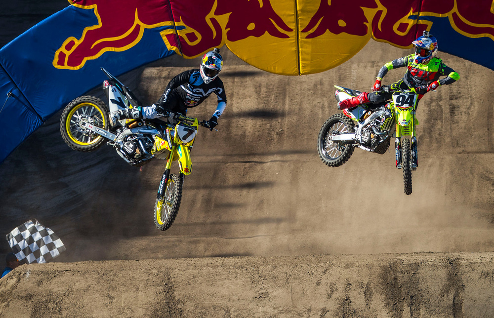 James Stewart holds off Ken Roczen at checkered flag