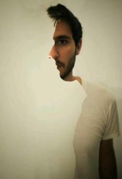 C'est fou ce que votre cerveau n'irait pas inventer en fixant le point au bout du nez.