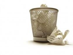 Un bon e-mail est dans la corbeille . Les mails internes polluent votre boîte de messagerie ? Découvrez des solutions (RSE, chat interne) et la règle pour déterminer si un mail vaut être envoyé/lu/conservé. by @aponcier