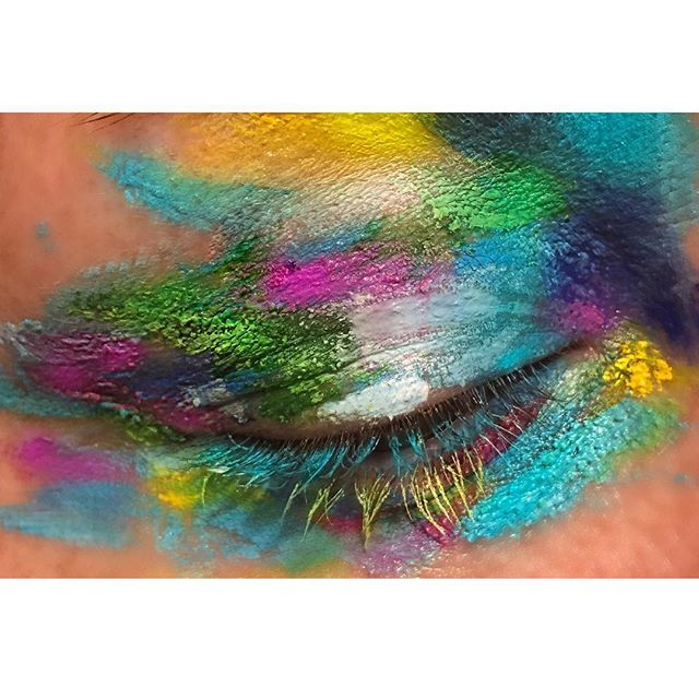 Colours colours everywhere 🎨 #makeup #makeupisart #mua #colours #art #makeuplove #makeuplover #vibrant #vibrantcolours #purple #green #yellow #photography #eyes #play @muastars #creative #makeupartist #bbloggers #beautyblogger #closeup