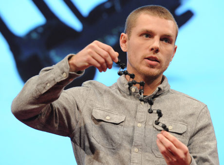 Skylar Tibbits showing a self assembling string. Source: bartlett.ucl.ac.uk