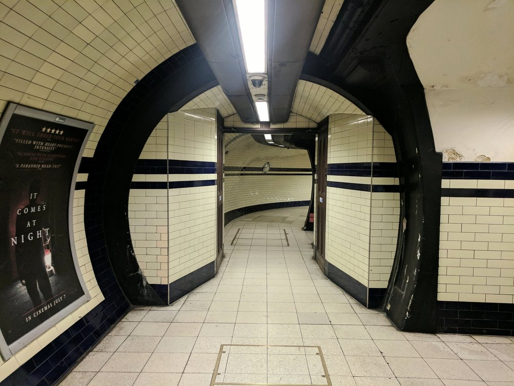 7:45 AM in the Mornington Crescent tube station. I didn't expect to be so empty on a weekday morining.