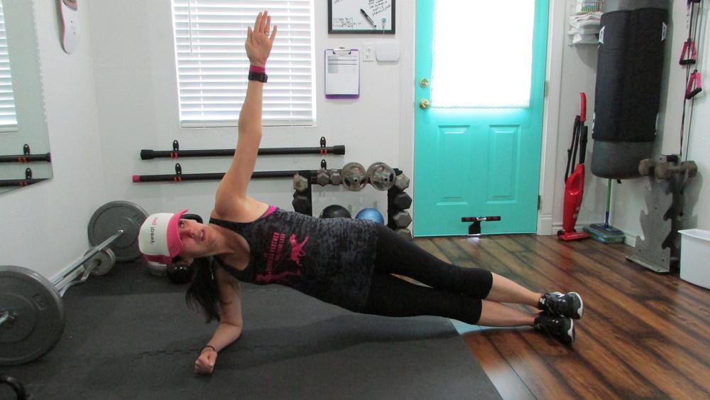 Lea Genders Fitness forearm side plank