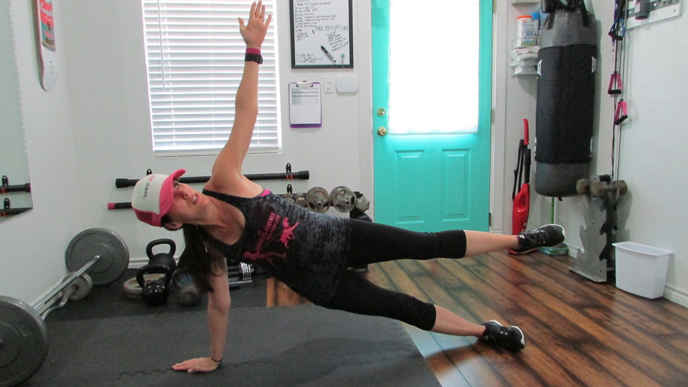 Lea Genders Fitness Side Plank with Leg Lift