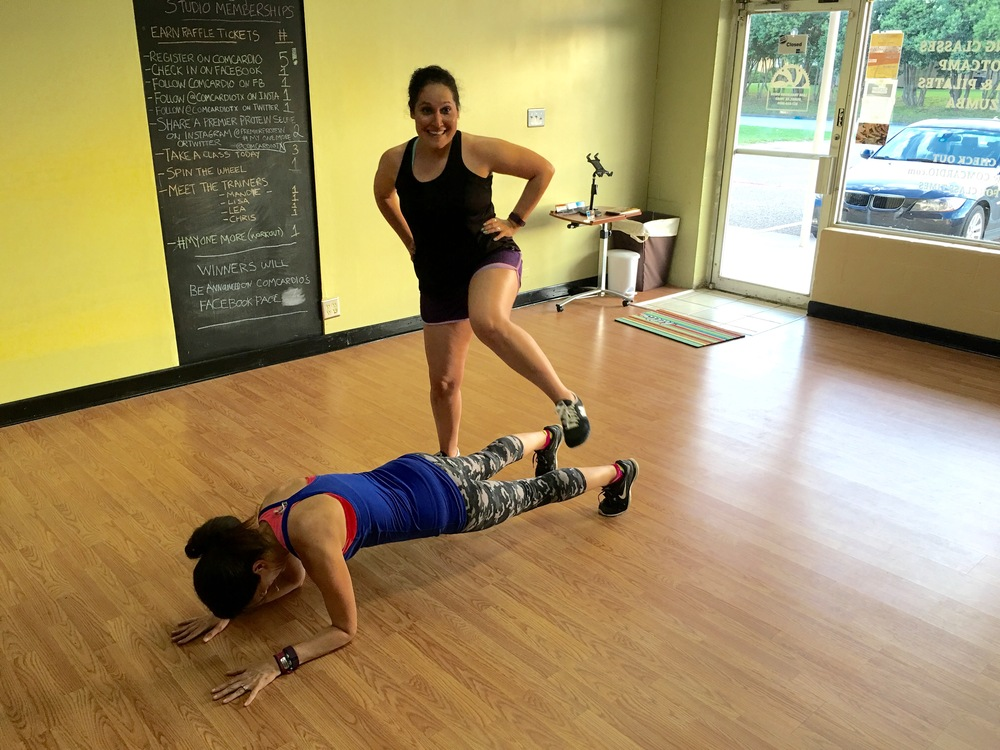 partner exercise: low plank jump over