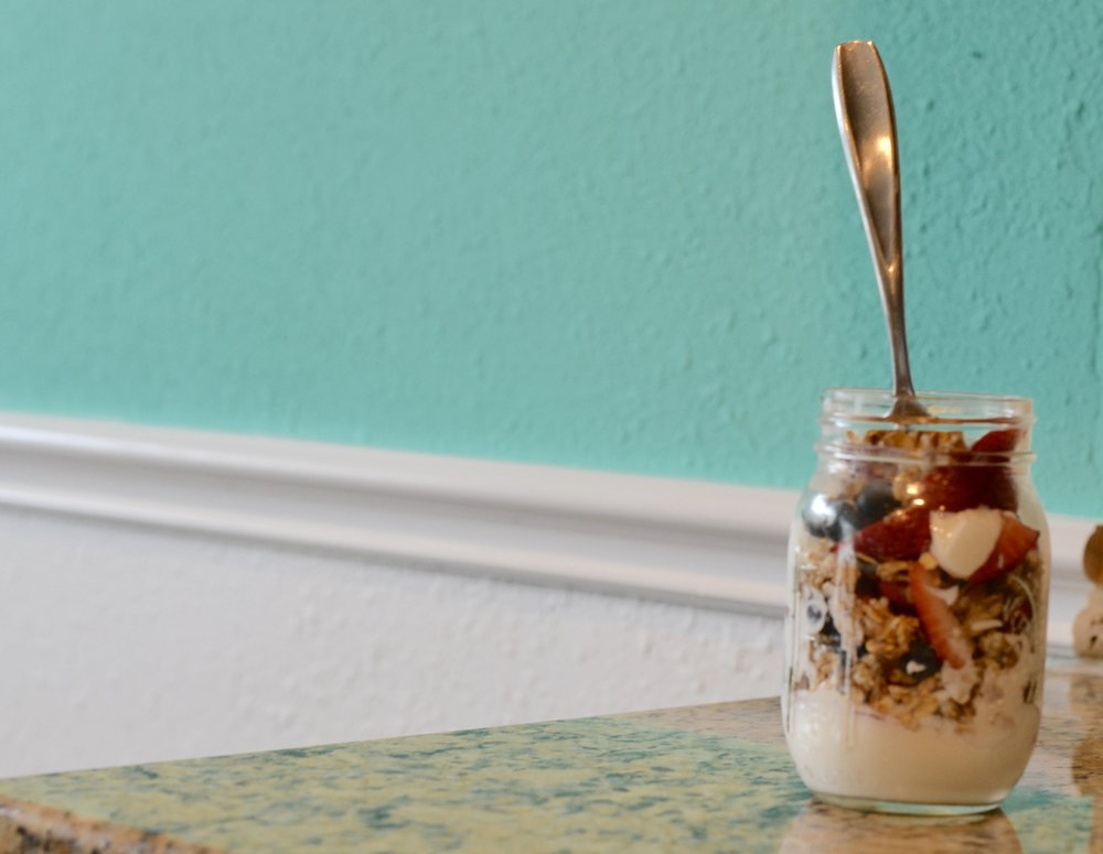 healthy yogurt berry parfait