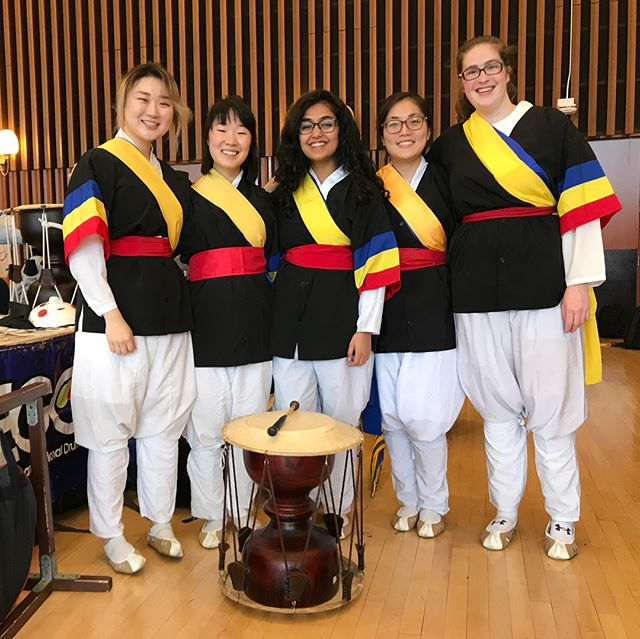 First performance of the semester at Decal Expo! This semester's theme is... DISCO🕺 #happysecondweek #utdari #decal #ucberkeley #2units #korean #drumming #ego