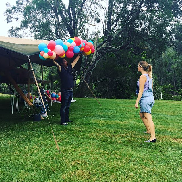 Flashback to last Saturday and our balloon installation bump in @riverwoodweddings with @bangbangballoons and @goldcoast_tipis #elleandsea #weddingplanning #weddingplanner #weddingballoons #weddingcoordinator #weddingsetup #goldcoastwedding #goldcoastweddingplanner