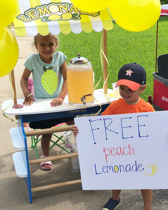 "Come see us! 🍑🍋 Eleanor earned a ""yes"" from her chore chart and chose lemonade stand but said it had to be free!! #misseandwellsyboy #summertime #sohotbutsofun #wellsisoncupnumber5"