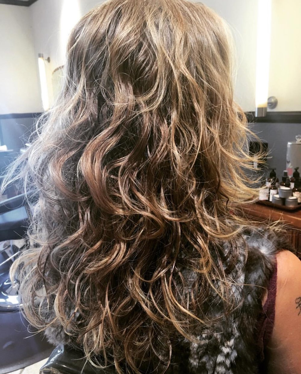 For air dried and defused curls - Rosemary styling Gel is a perfect addition to Beachwaves texture spray