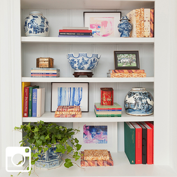 blue-and-white-bookcase-styling-the-pink-pagoda