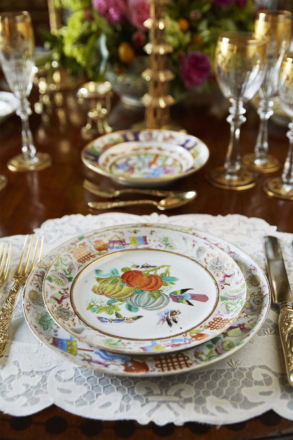 Breathtaking holiday tabletop with lots of Chinese influenced dinnerware and accessories via Veranda Magazine.