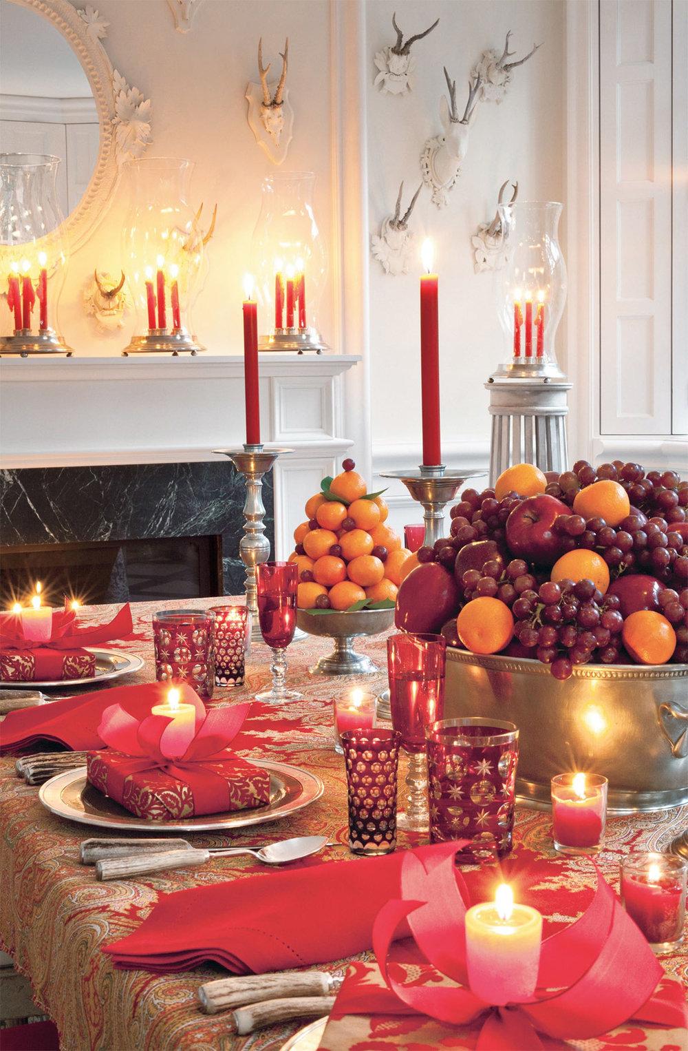 Holiday tabletop by Carolyne Roehm via Veranda Magazine