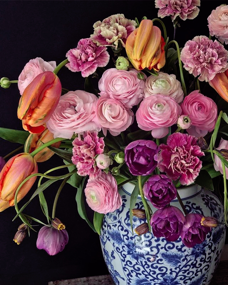 Natasja Sadi, from Cake Atelier Amsterdam, creates amazing floral arrangements usually using blue and white vases and jars.  This one features tulips and ranunculus.