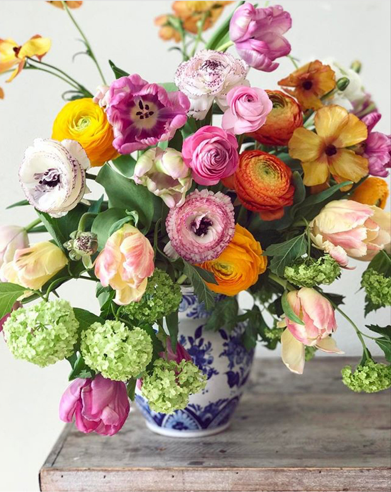 Natasja Sadi, from Cake Atelier Amsterdam, creates amazing floral arrangements usually using blue and white vases and jars.  This one features tulips, ranunculus, viburnum and orchids.