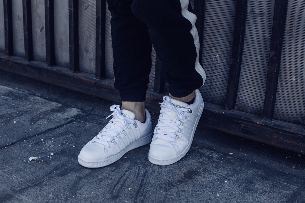 kswiss-all-white-sneakers-joggers-3.jpg