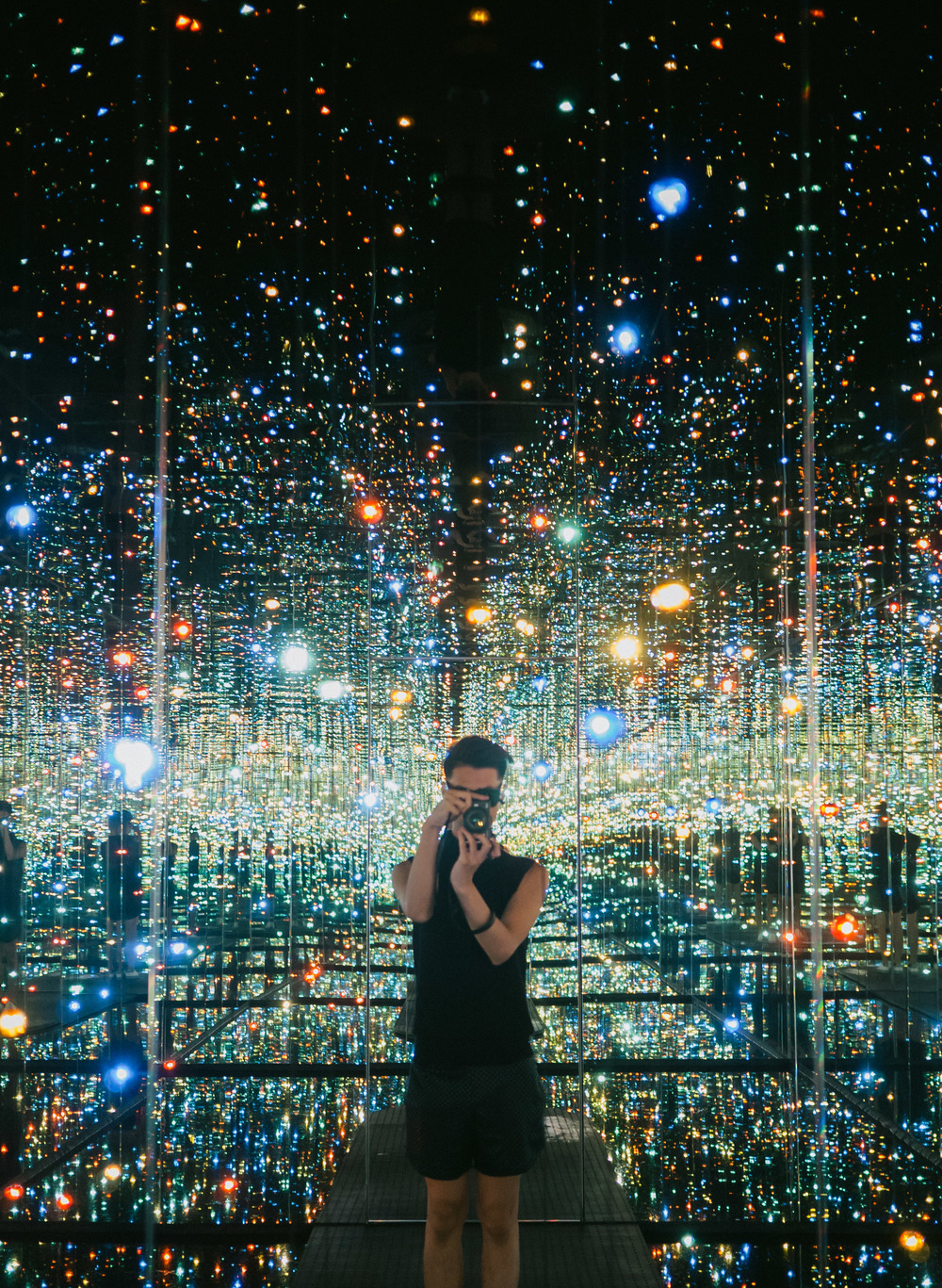 the-broad-museum-yayoi-kusama-infinity-room-los-angeles-3.jpg