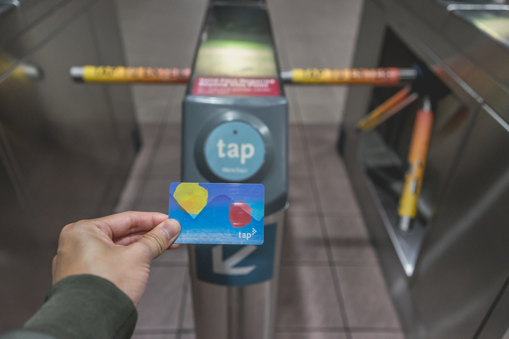 3. The Tap card is so chic.