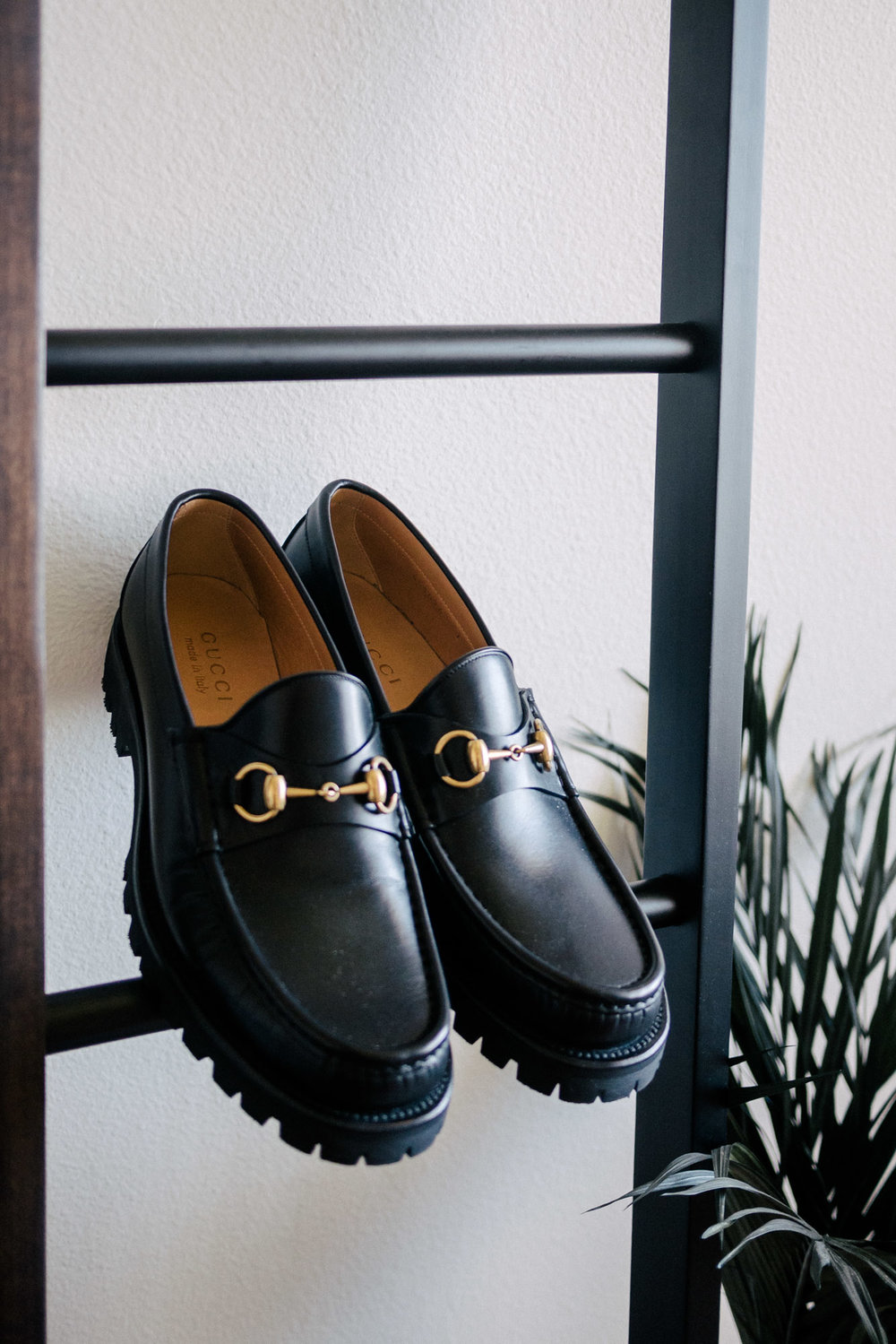 mybelonging-gucci-horsebit-black-loafers-menswear-mens-shoes-luxury-designer-1.jpg