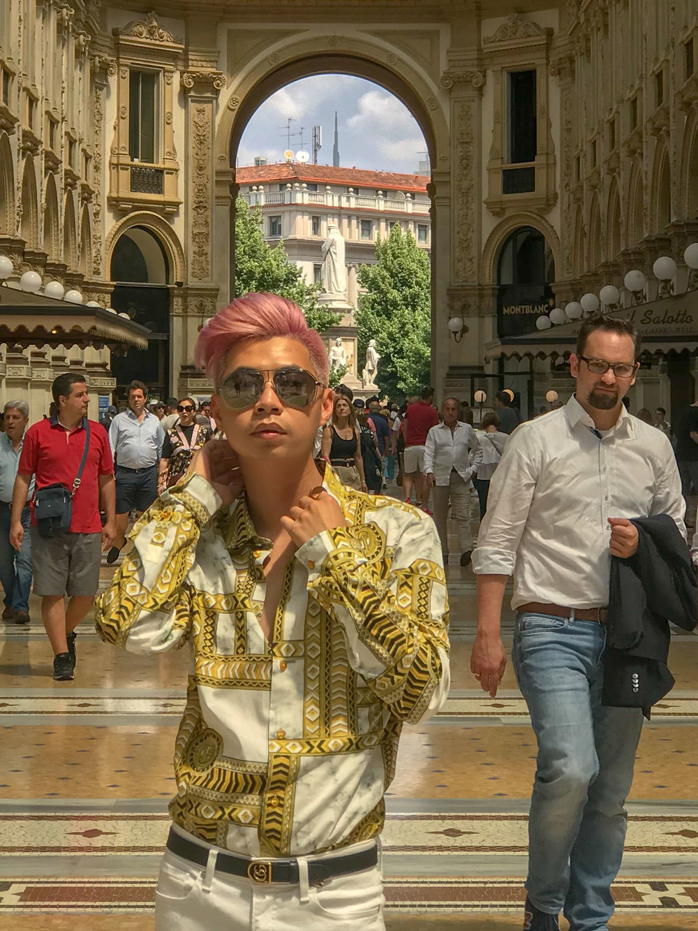 MYBELONGING-TOMMYLEI-TOP-MENS-BLOGGER-INFLUENCER-CREATIVE-AT-THE-DUOMO-MILAN-TRAVEL-PHOTOGRAPHY-VERSACE-GUCCI-PRADA-STREETSTYLE11.jpg