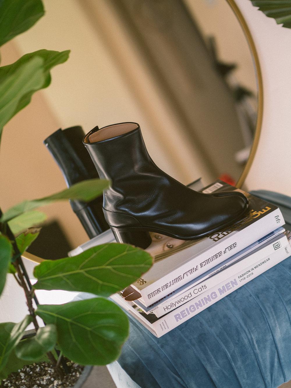 MYBELONGING-MAISON-MARGIELA-TABI-BOOTS-LUXURY-AGENDER-FOOTWEAR-MENS-WOMENS-HIGH-FASHION7.jpg