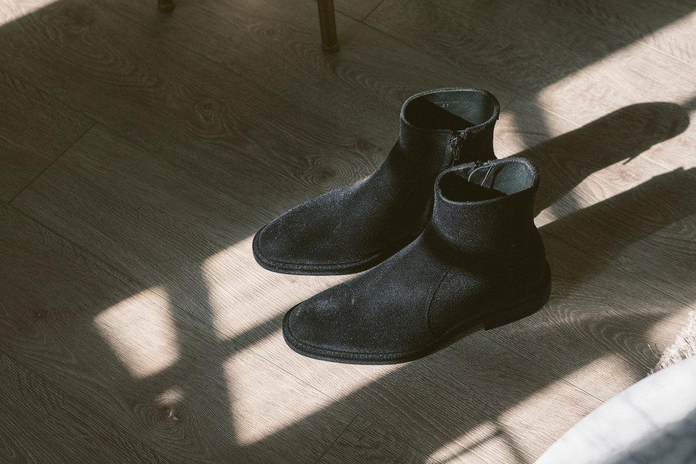 MYBELONGING-MAISON-MARGIELA-TABI-BOOTS-LUXURY-AGENDER-FOOTWEAR-MENS-WOMENS-HIGH-FASHION2.jpg