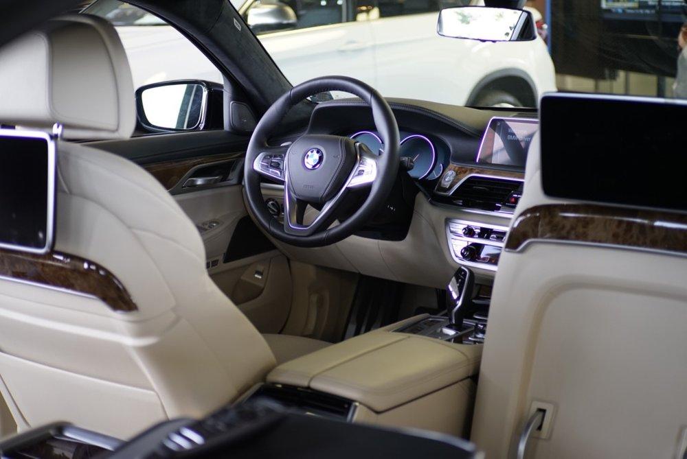 BMW 750i 03.jpg