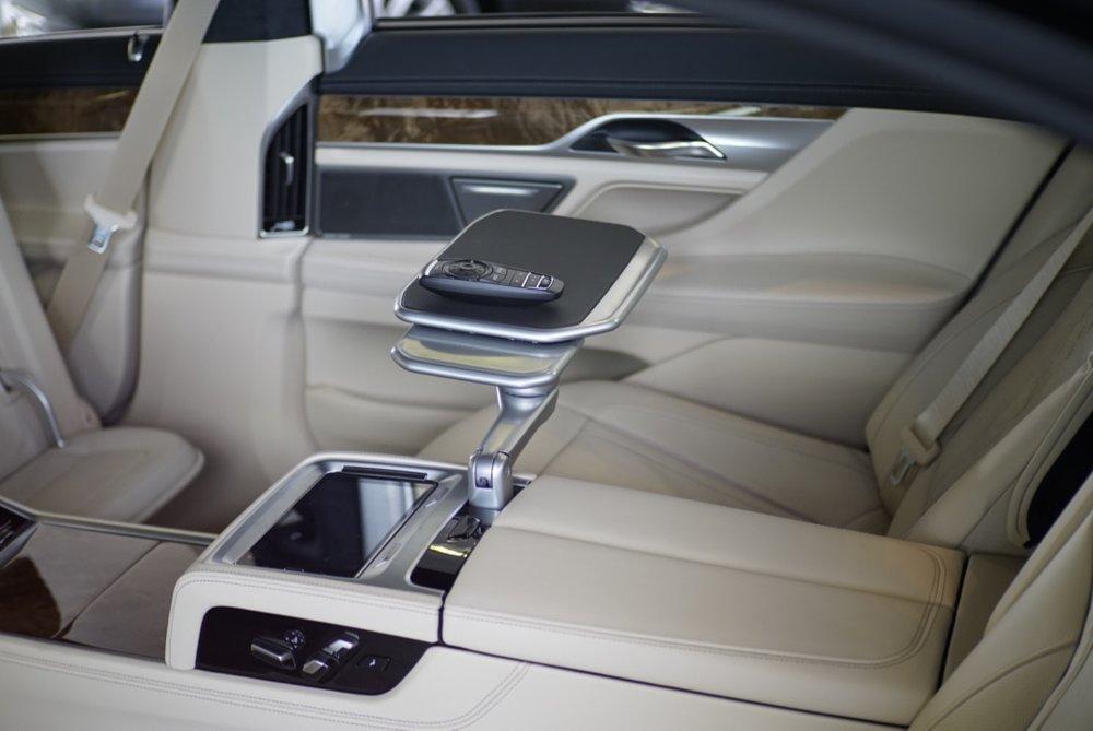 BMW 750i 14.jpg