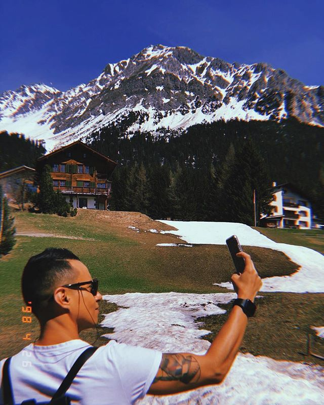 IN MY ELEMENT . . . #tb #selfie #me #spring #guy #mood #mountains #guy #gay #instagay #man #mode #style #vegan #tattoo #veganguy #malefashion #active #sguys #streetstyle #menstyle #life #switzerland #follow #like photo by @cesar.roblesb 😘
