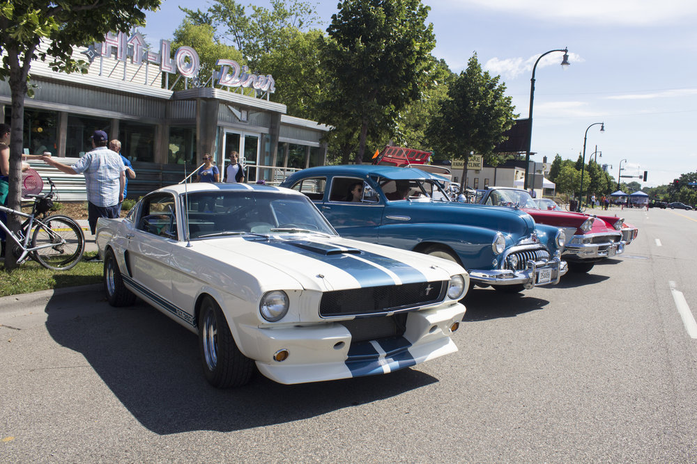 Classic Cars lined up in front of the diner!