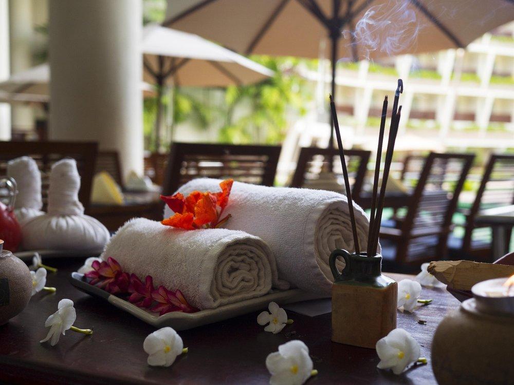 massage-therapy-1731456_1920.jpg