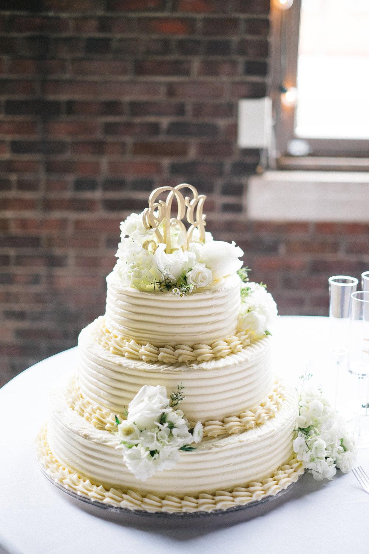 wedding-cake-colorado-wedding-photographer.jpg