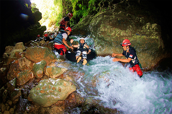 CAVE_TUBING_AND_BODY_RAFTING._FOTO_BY_KALISUCI_CAVE-TUBING_RESORT