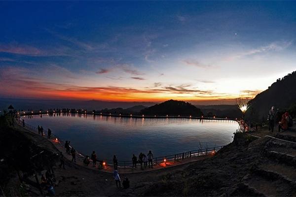 EMBUNG_NGLANGGERAN._FOTO_VIA_gunungapipurba.com