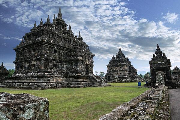 CANDI_PLAOSAN._FOTO_VIA_kebudayaan.kemdikbud.go.id