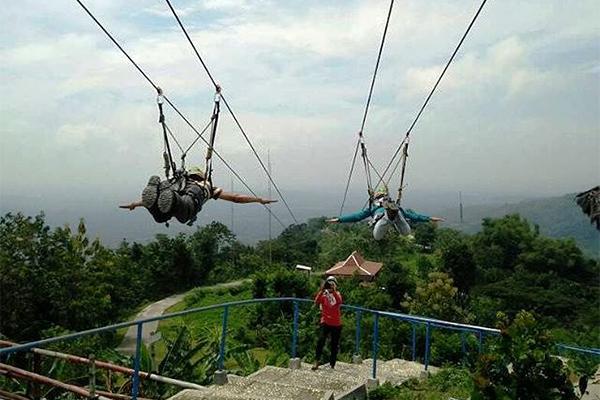 FLYING-FOX-GEDANGSARI._FOTO_VIA_yogyakarta.panduanwisata.com