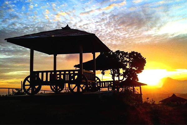 SUNSET-DI-GREEN-VILLAGE-GEDANGSARI._FOTO_VIA_pengendolan.com