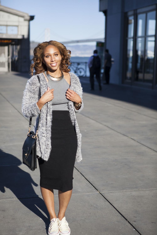 Crop top: Zara | Skirt: Express | Sweater: H&M | Shoes: Converse | Bag: Vintage Coach